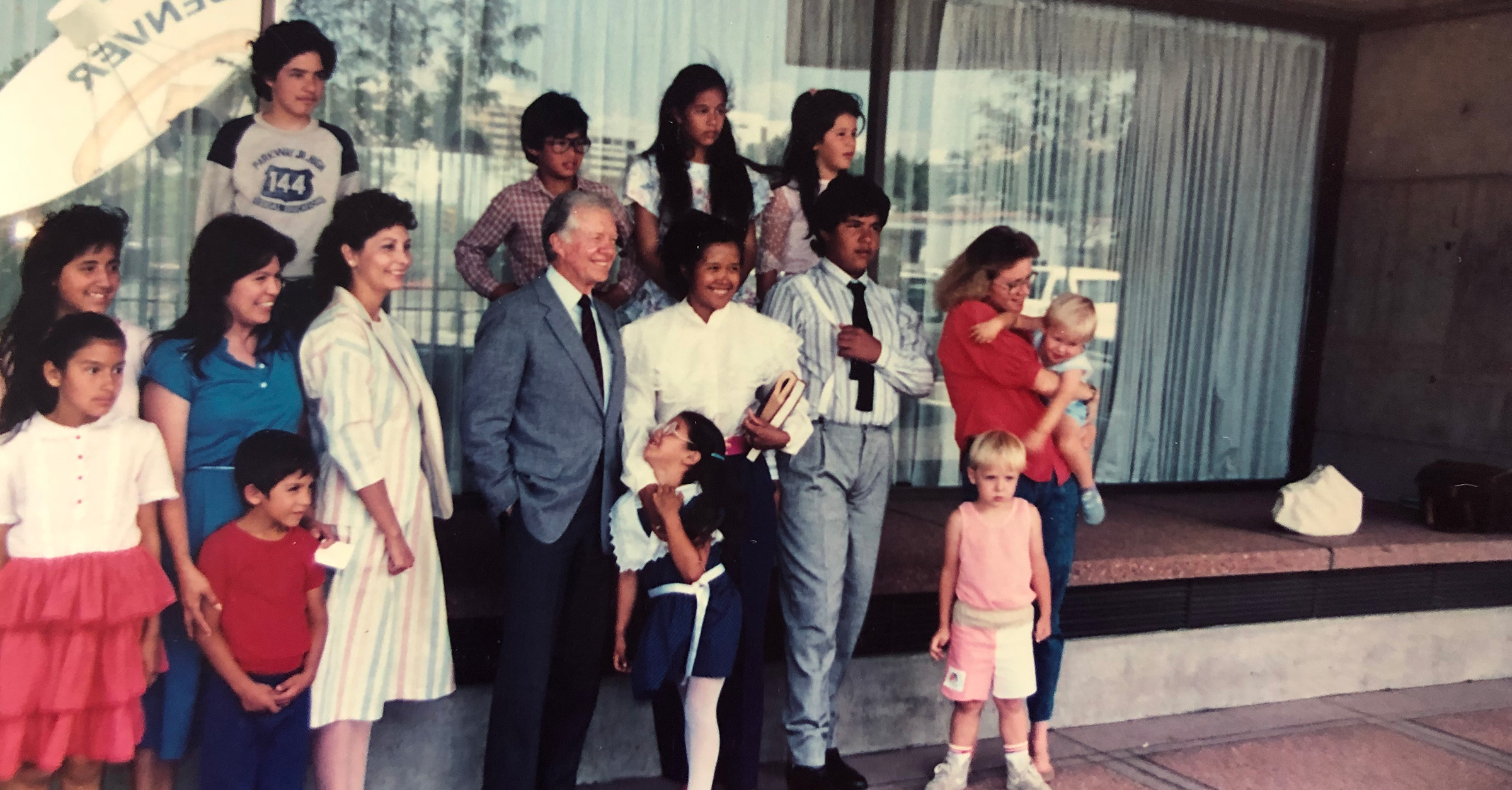 Pres-Carter-with-Homeowner-Families_fb.jpg